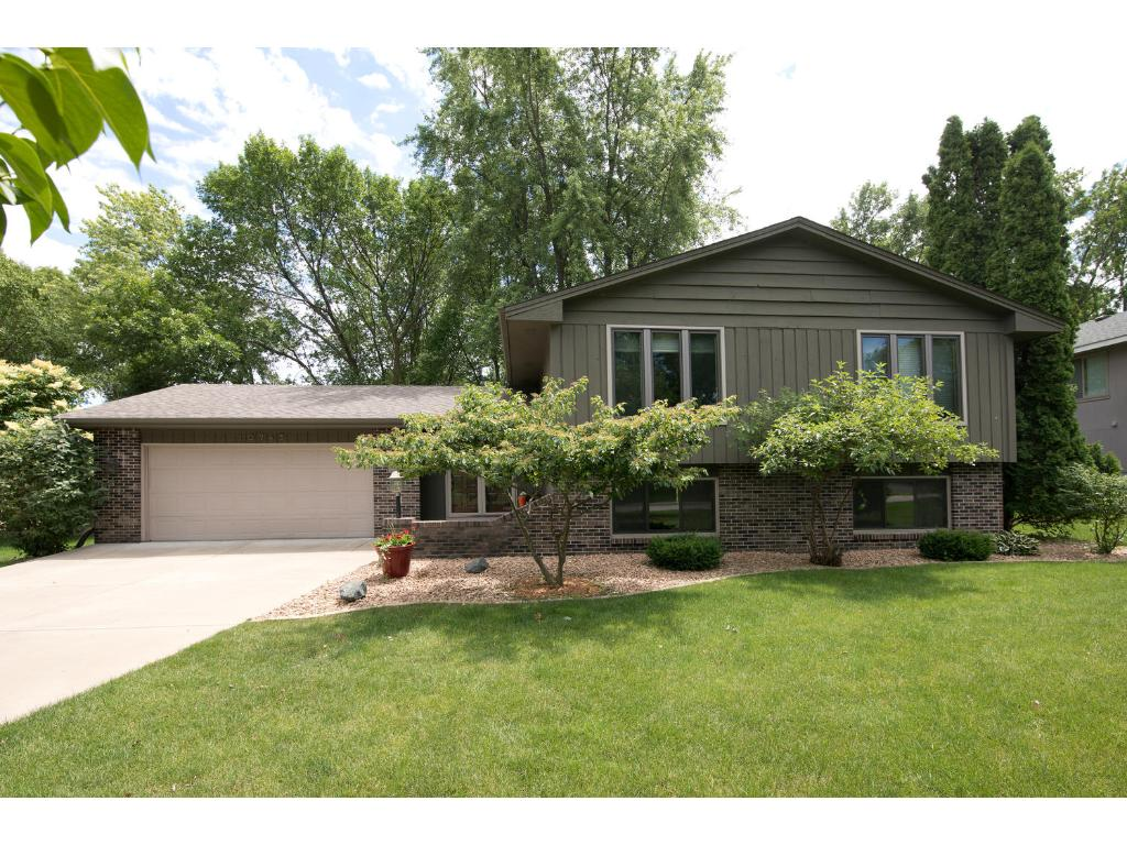 10745 Woodwatch Circle, Eden Prairie, MN 55347