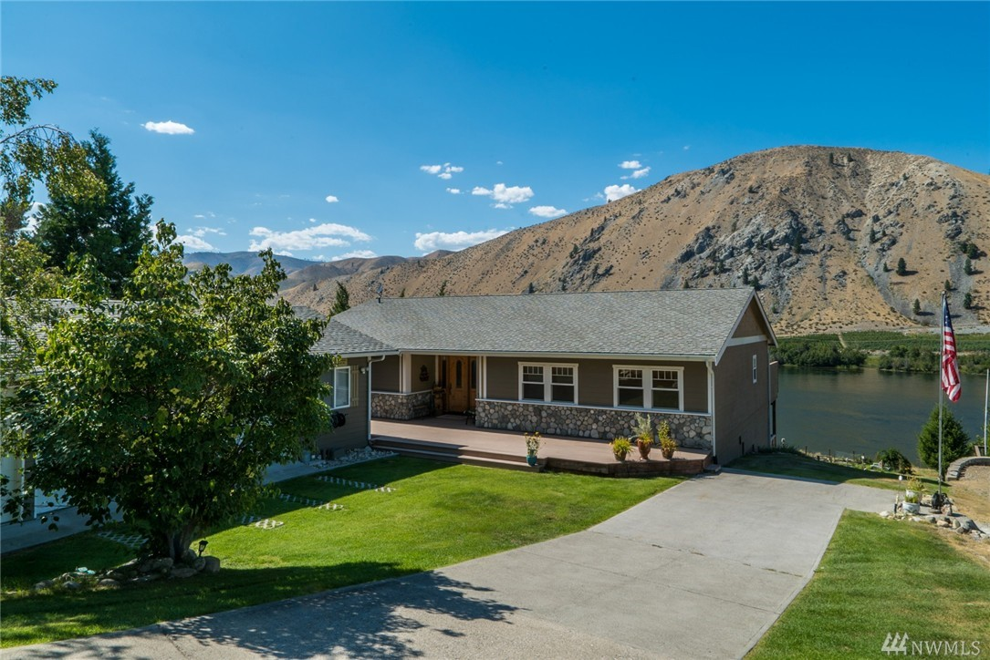 345 Lakeview Ave, Orondo, WA 98843