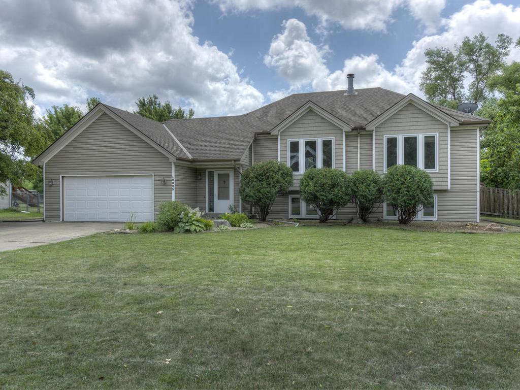10805 35th Place N, Plymouth, MN 55441