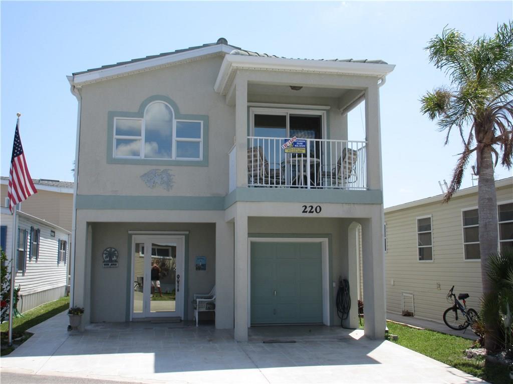 220 Nettles Blvd, Jensen Beach, FL 34957