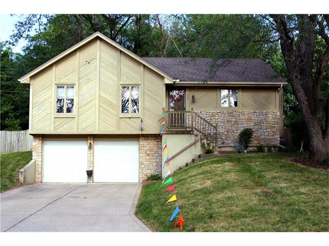 1008 NW Delwood Drive, Blue Springs, MO 64015