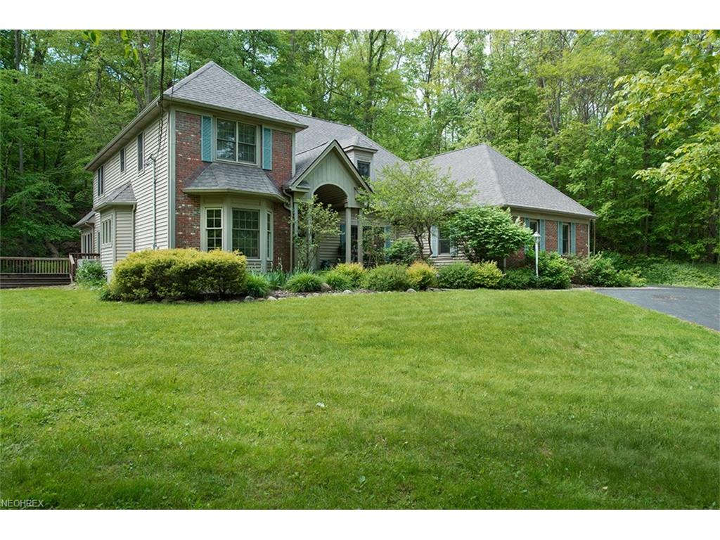 426 Riverview Rd, Gates Mills, OH 44040