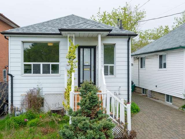 10 Ansell Ave, Toronto, ON M8W 3P8