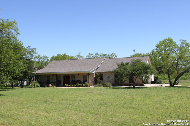 5719 WOELKE RD, Seguin, TX 78155