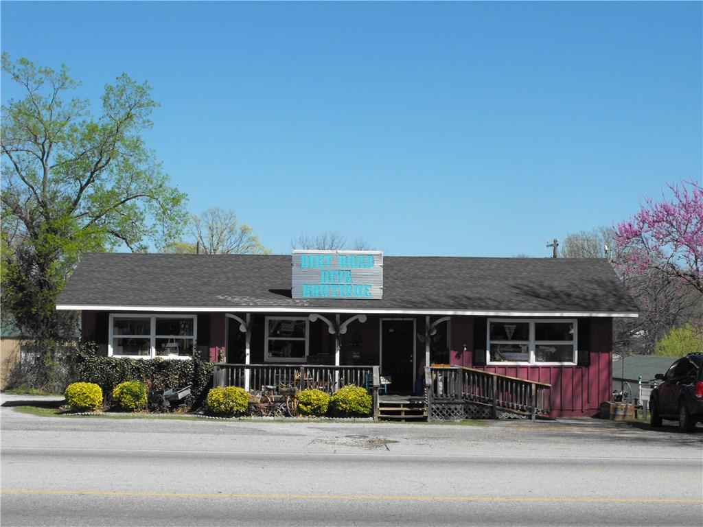 409 S Main ST, Grove, OK 74344