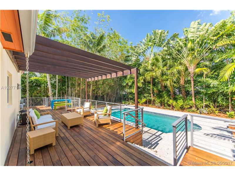 2700 Hilola St, Coconut Grove, FL 33133