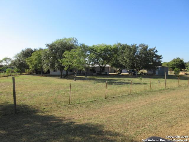 11 MEDINA LAKE DR, Pleasanton, TX 78064