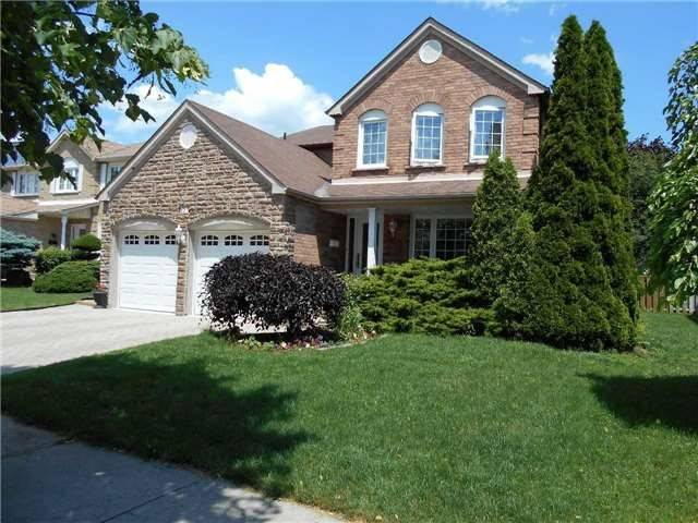 627 Foxwood Tr, Pickering, ON L1V 4A4