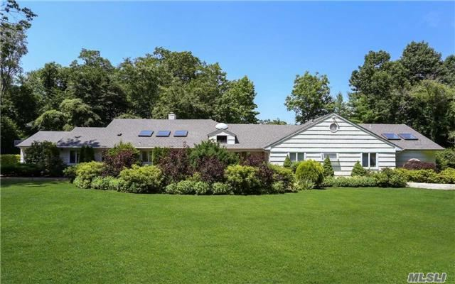35 Cow Ln, Kings Point, NY 11024