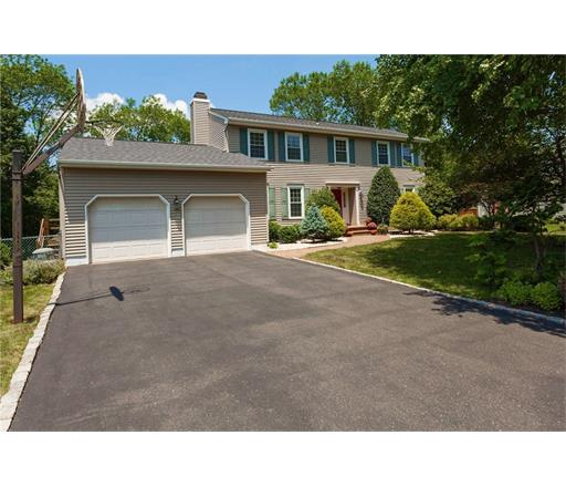 14 Nancy Street, Kendall Park, NJ 08824