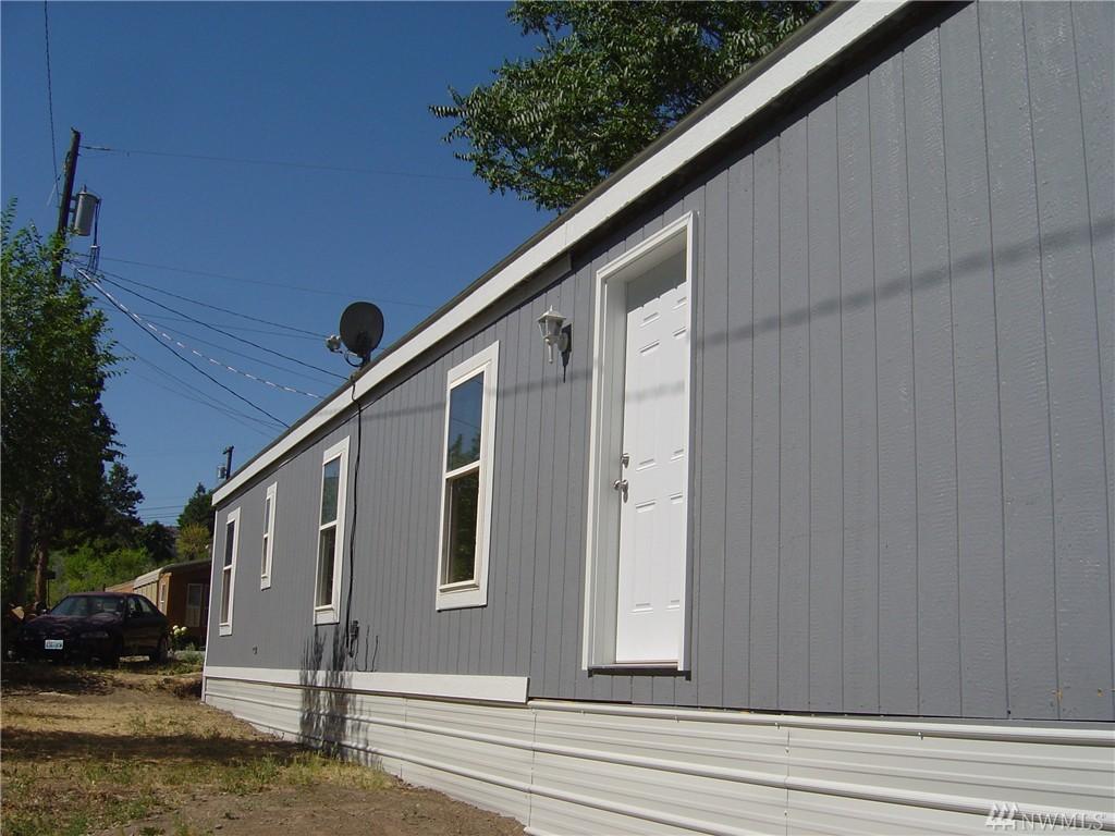 574 2nd St, Chelan Falls, WA 98817