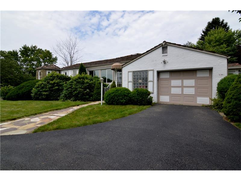 97 Southern Hilands Dr, Pittsburgh, PA 15241