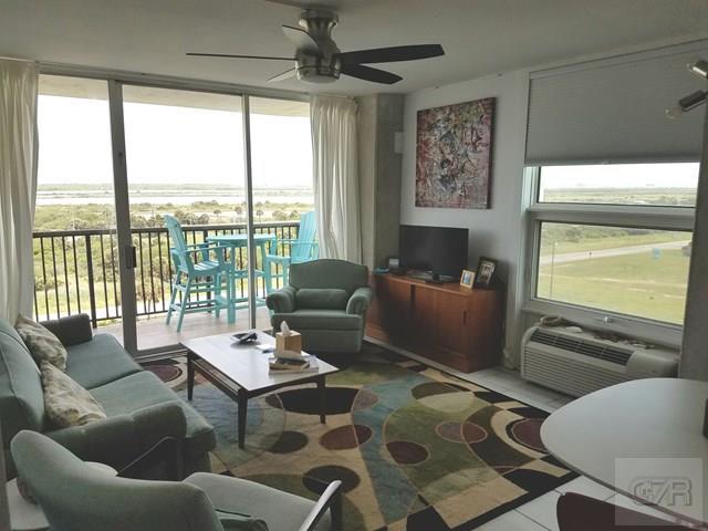 415 E Beach Dr, Galveston, TX 77554