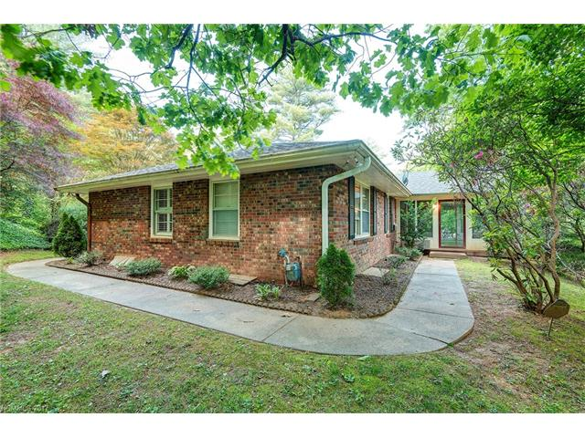 3 Wilderness Cove Road, Asheville, NC 28804