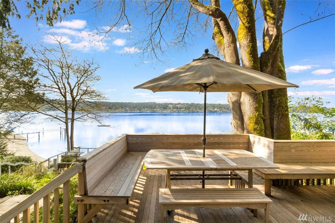 5425 Crystal Springs Dr NE, Bainbridge Island, WA 98110