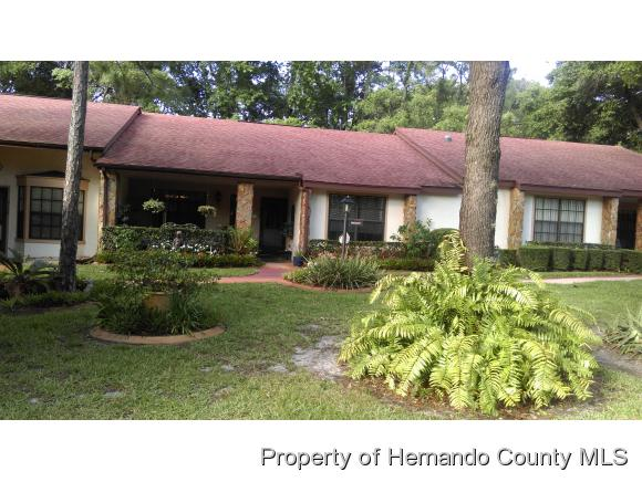 2102 POINT O WOODS CT, Spring Hill, FL 34606