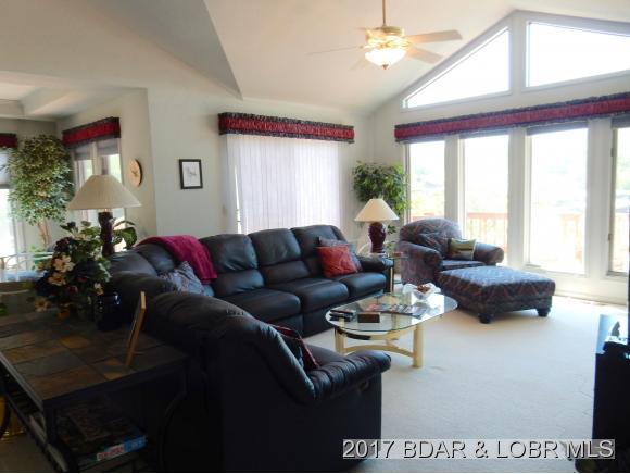 192 Twin Oaks Drive, Lake Ozark, MO 65049