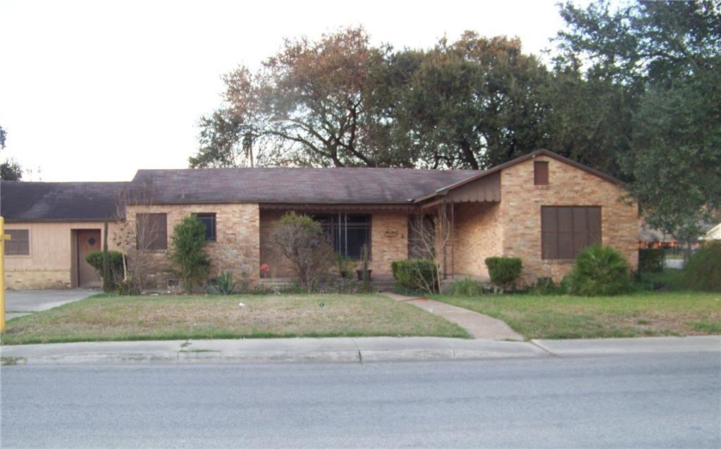 1033 Lincoln St, Alice, TX 78332