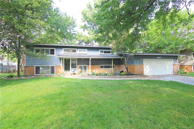 1807 BIG TRAIL Road, Commerce Twp, MI 48390