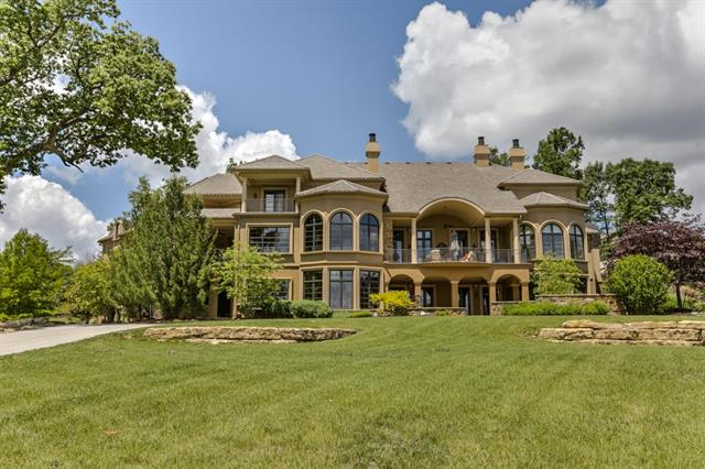 6924 Watson's Country Lane, Parkville, MO 64152