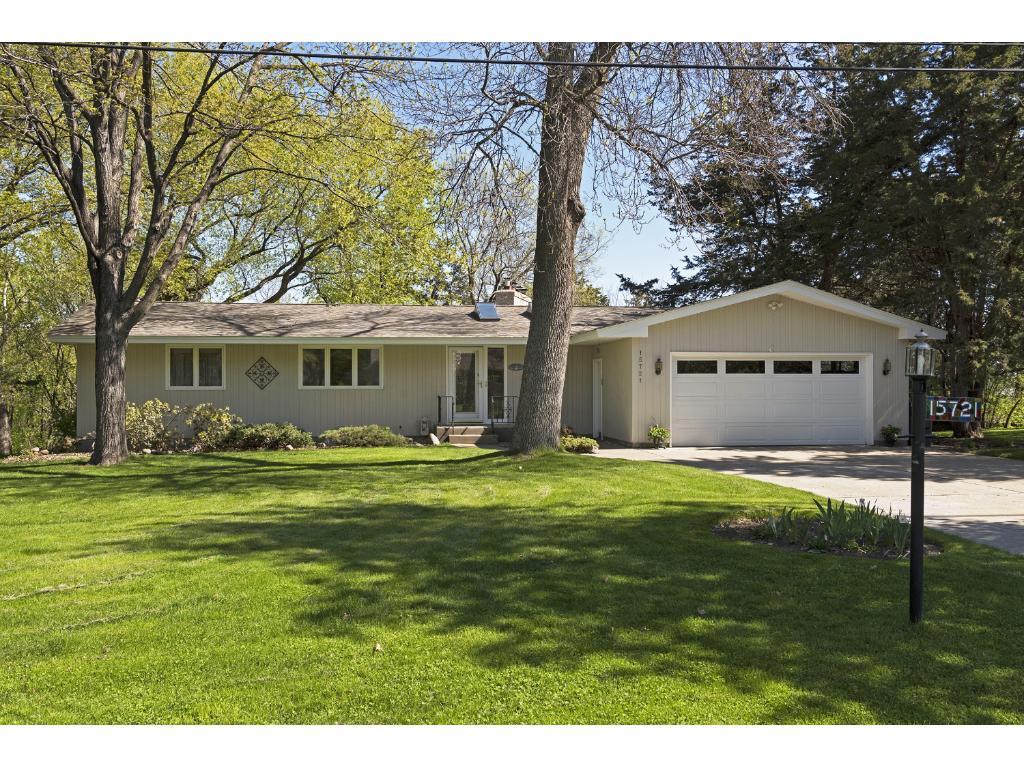 15721 Cedar Ridge Road, Eden Prairie, MN 55347