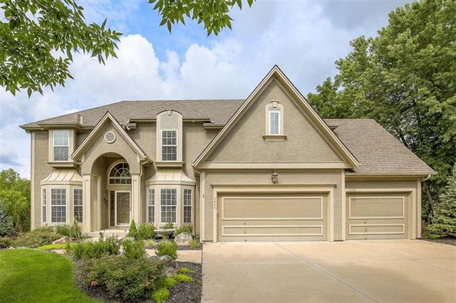 2622 SW Wintervalley Circle, Lee's Summit, MO 64081