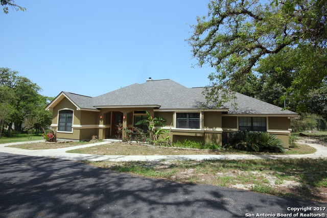 853 PADDY RD, Floresville, TX 78114