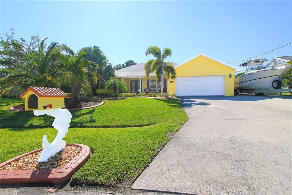 472 SE Evans Avenue, Port Saint Lucie, FL 34984