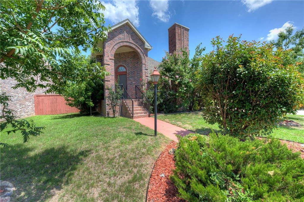 1743 Creekbend Drive, Lewisville, TX 75067