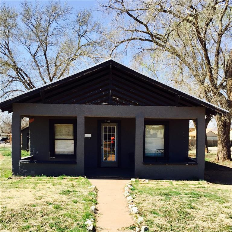 1309 N 4th Street, Sayre, OK 73662