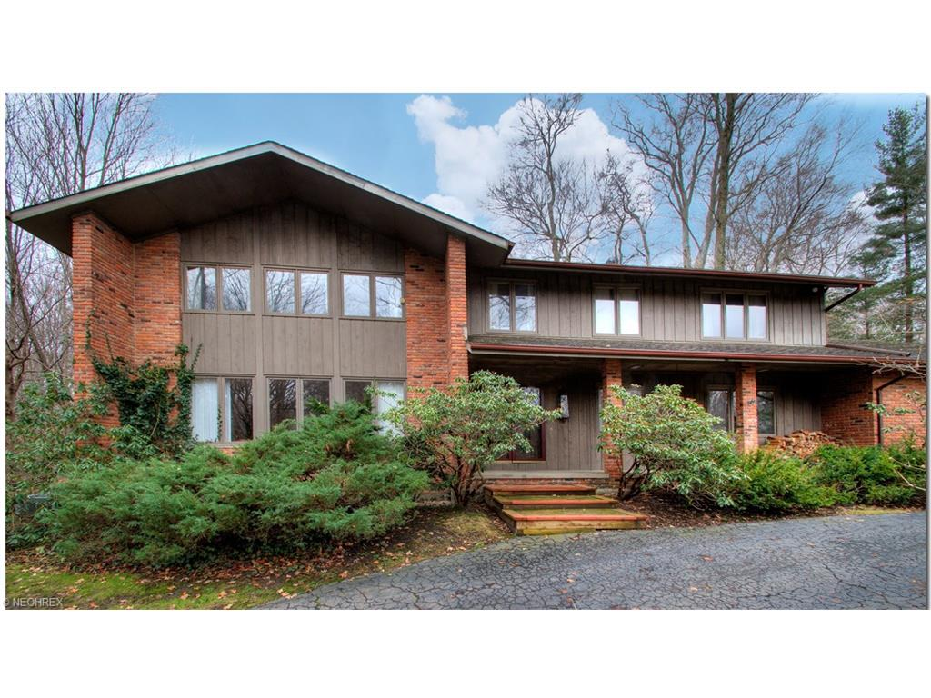 65 Winterberry Ln, Moreland Hills, OH 44022