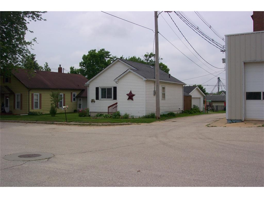 110 2nd Street N, Coggon, IA 52218