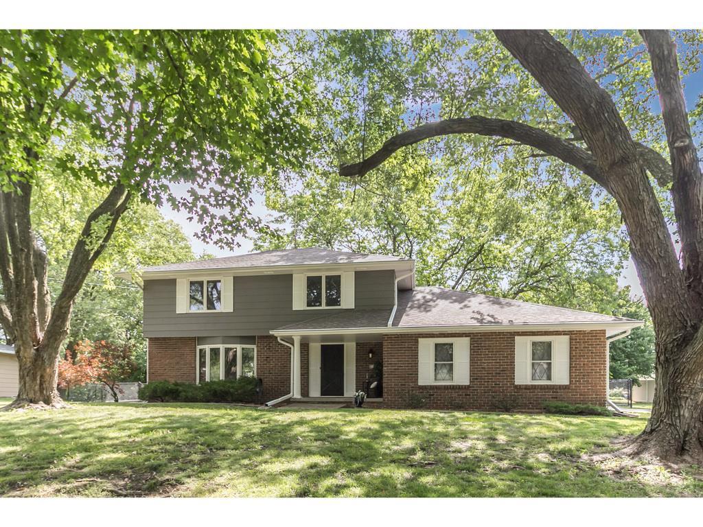 2160 SE Browns Woods Ridge, West Des Moines, IA 50265