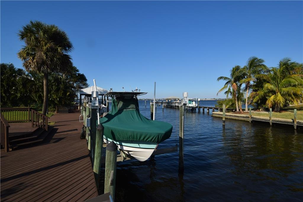 185 SE Alamanda Way, Stuart, FL 34996