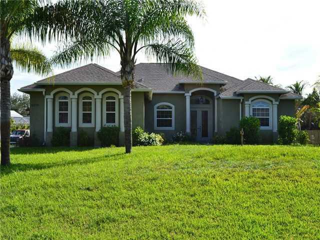 6330 SE Phillips Bend Avenue, Stuart, FL 34997