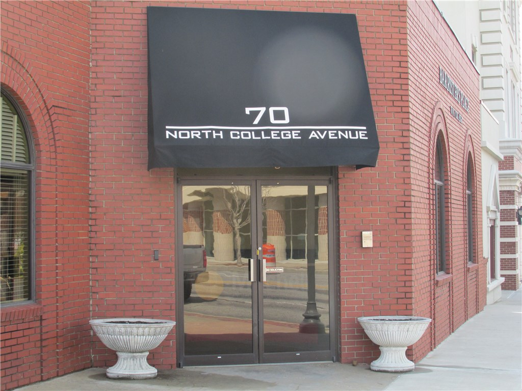 70 N College AVE, Fayetteville, AR 72701