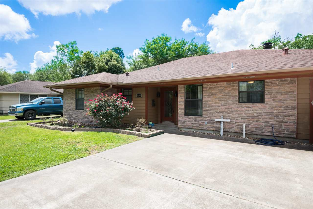 5049 Main, Groves, TX 77619