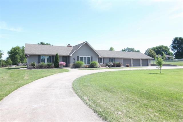 13209 E Prairie Drive, Peculiar, MO 64078