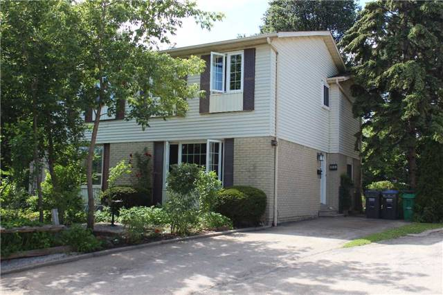 688 Green Meadow Cres, Mississauga, ON L5A 2V2