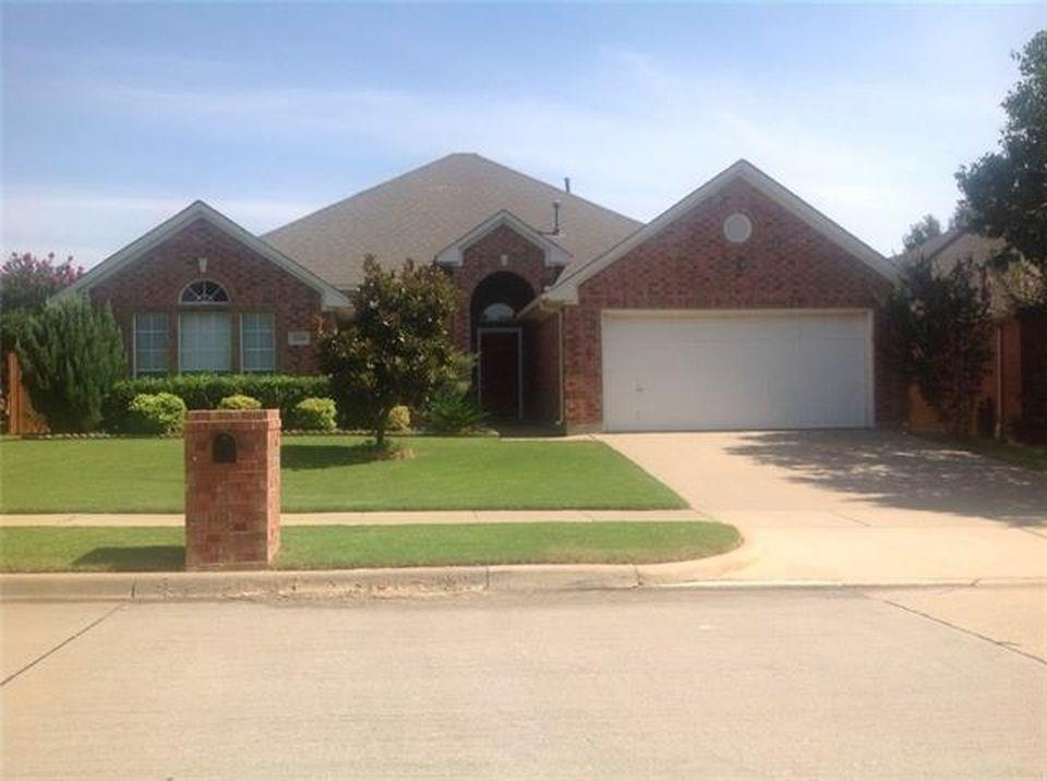 2319 Glenmoor Drive, Arlington, TX 76001