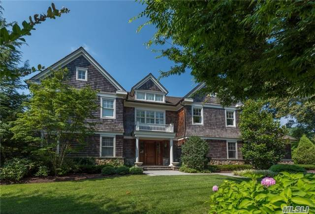 115 Heather Dr, East Hills, NY 11576