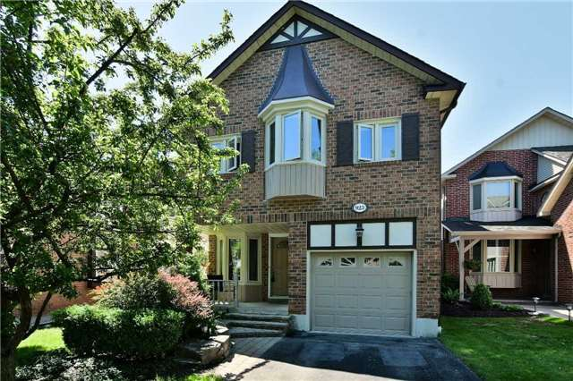 923 Mountcastle Cres, Pickering, ON L1V 5J7