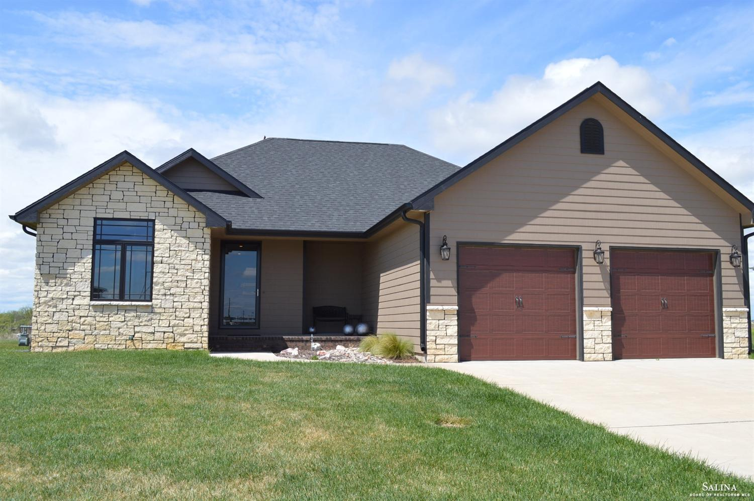 1502 Prairie Lane, Ellsworth, KS 67439
