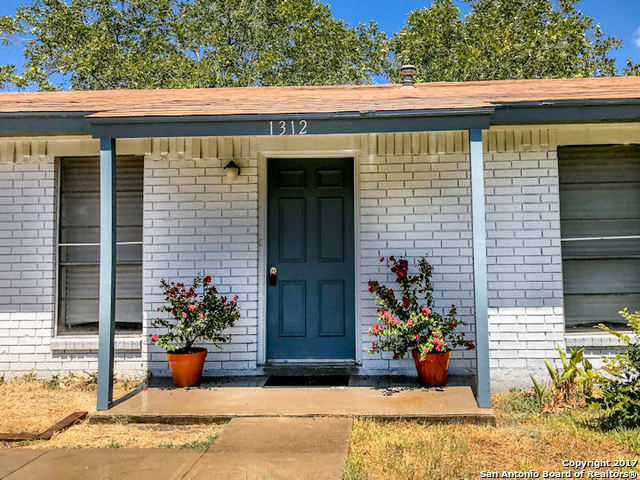 1312 Terry St, George West, TX 78022