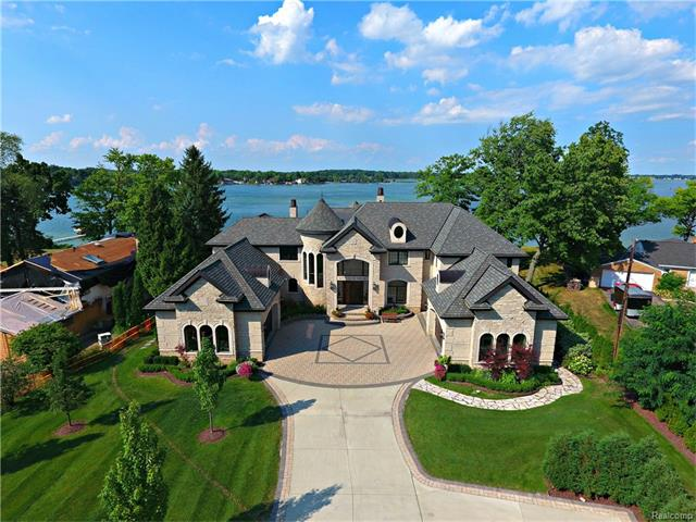 4700 Dow Ridge RD, Orchard Lake, MI 48324