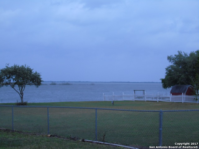 133 Lakeview Dr, Mathis, TX 78368