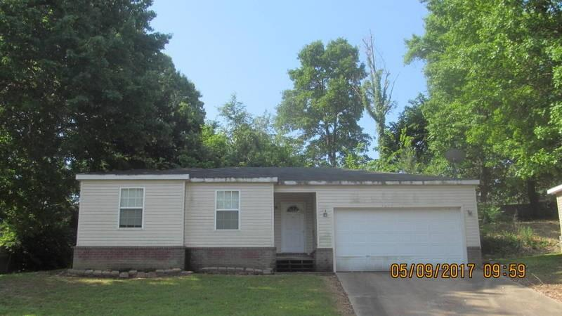 3205 W Parkway DR, Fayetteville, AR 72704