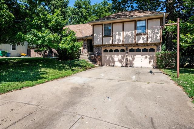 6533 Cottonwood Drive, Shawnee, KS 66216