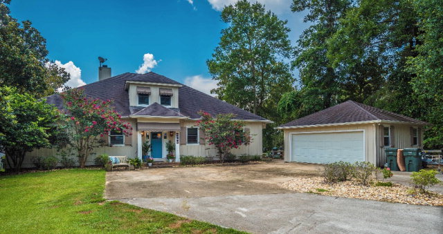 33450 Woodlands Dr, Lillian, AL 36549