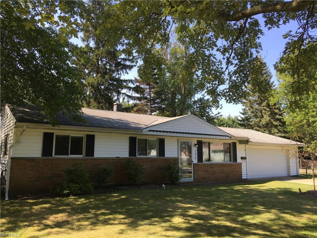 7670 Holly Dr, Mentor-on-the-Lake, OH 44060